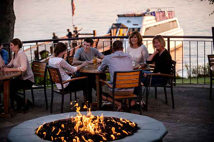 BoatHouse Pub in Green Lake, WI, lakeside dining, casual restaurant