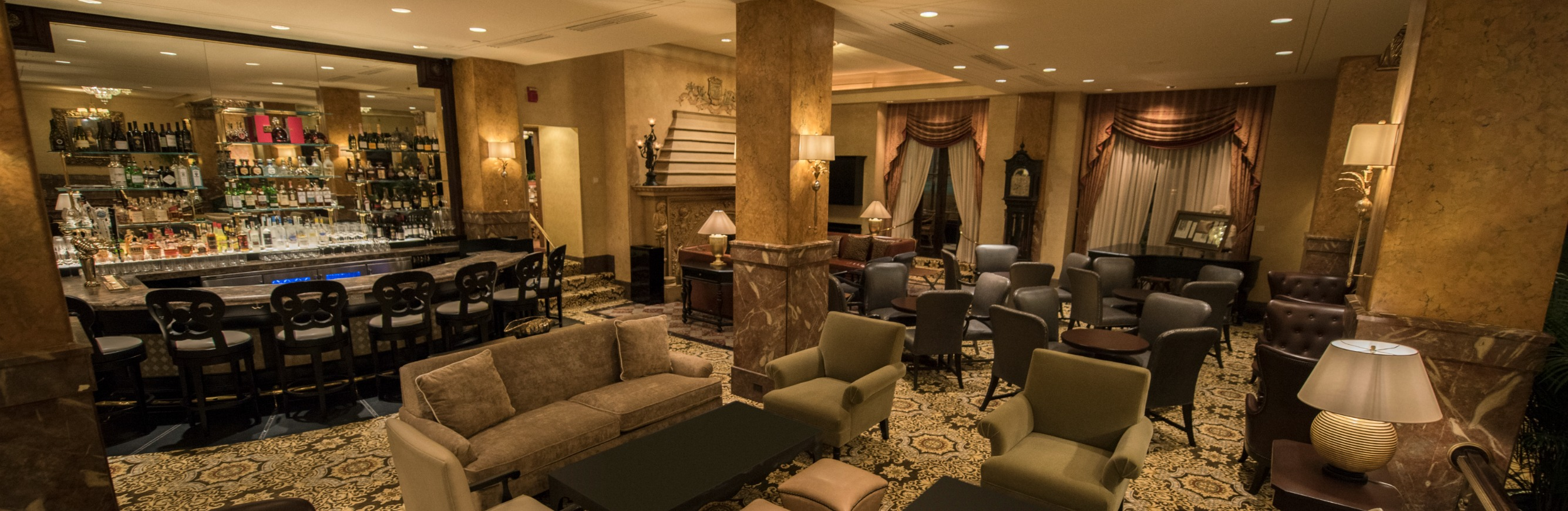 Downtown Milwaukee Bar and Lounge | Lobby Bar at The Pfister Hotel